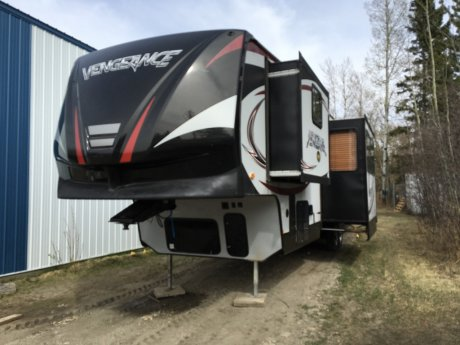 2015 Forest River Vengeance 320a